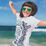 woman happy 150x150 - 3 Möglichkeiten, wie sich die Feiertage einer Gesellschaft positiv auswirken können